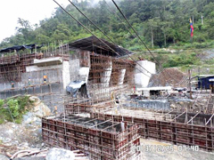 The installation of access-bridge template of gate dam